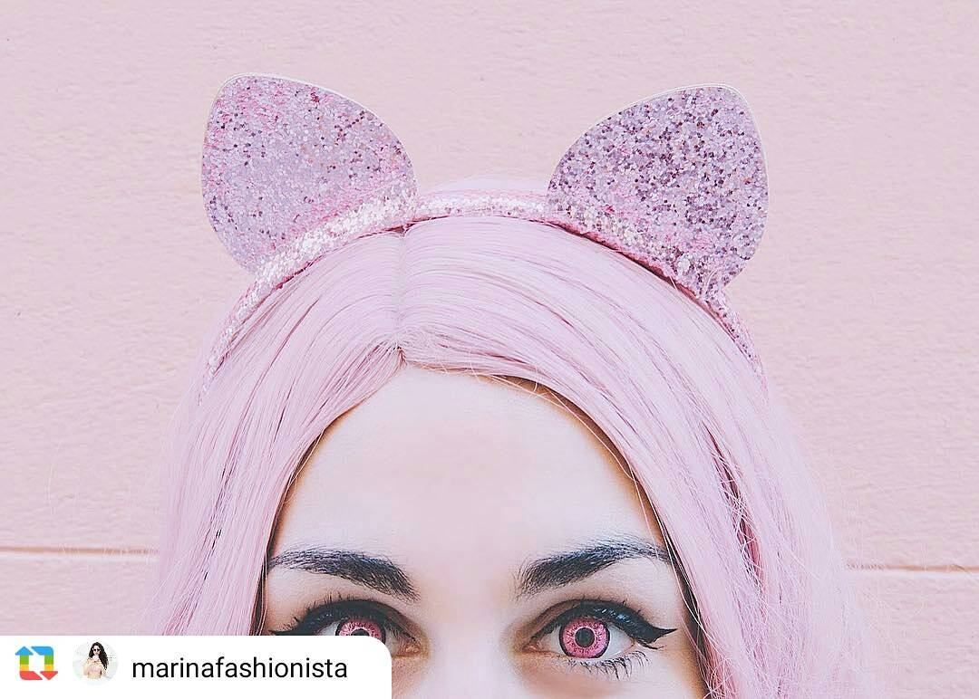 Halloween contacts in pink