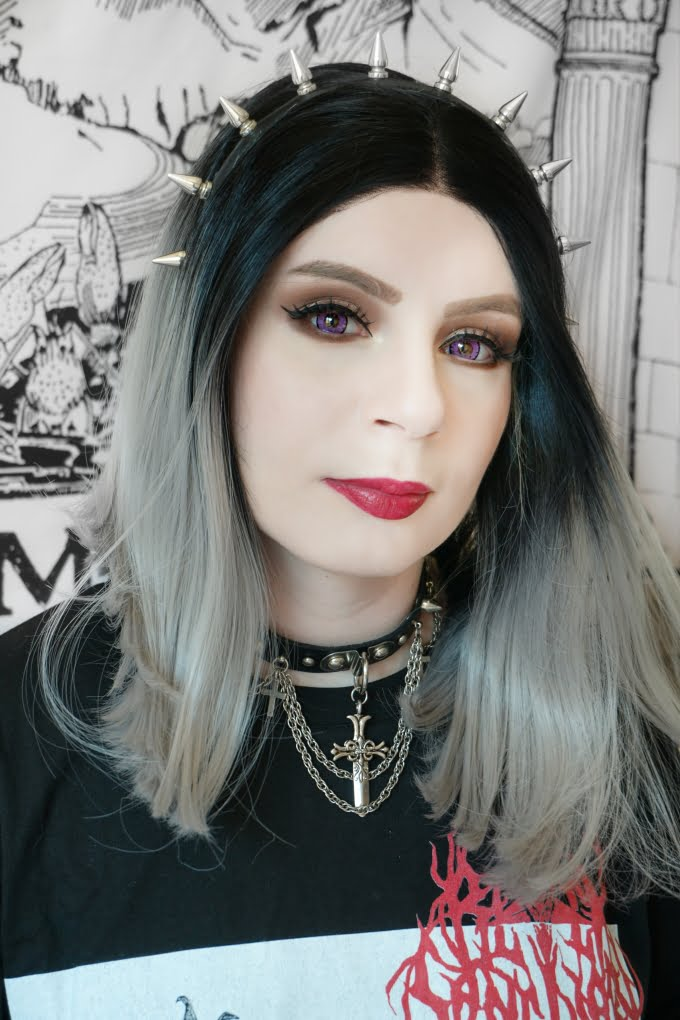 Sweety Queen violet colored contacts