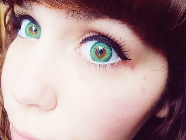 Big, dolly eyes with colored contact lens