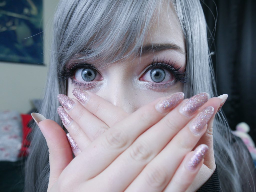 natural look colored contact lens